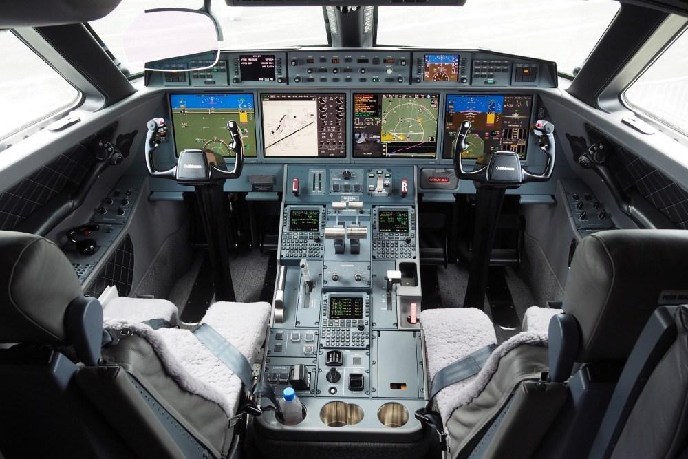 Inside the cockpit view of a Gulfstream G650 Farnborough